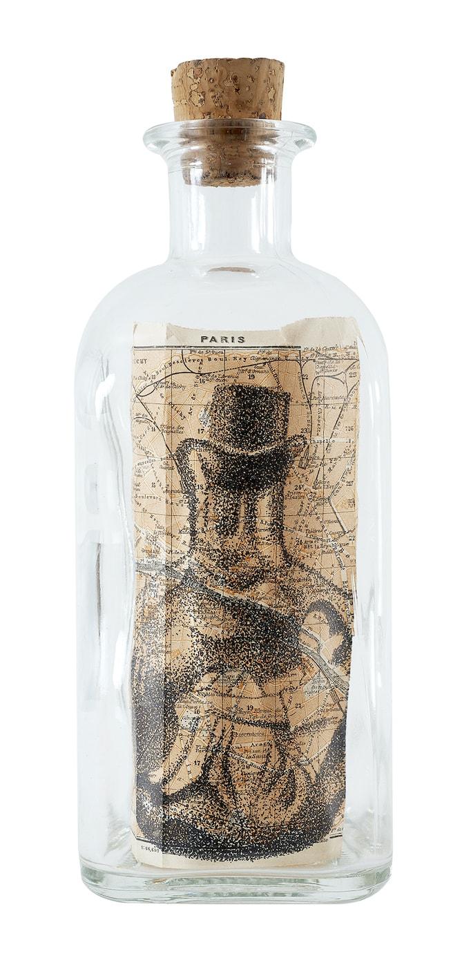 gonzalo-elvira-Sueño-de-inhibiciones-Tinta-sobre-mapa-dentro-de-botella-24-x-10-x-10-cm-1500€